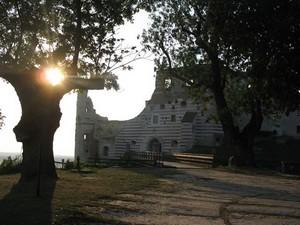 Rezerwacja pokoi gościnnych we Dworze z Moniak i Zamku w Janowcu