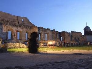 Zamek w Janowcu zaprasza w sobotę 15 maja w godz. 19:00-24:00 na nocne zwiedzanie